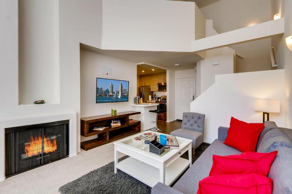 H2 New Gorgeous Downtown San Diego 1 Bedroom Upstairs Bedroom Loft Apartment San Diego