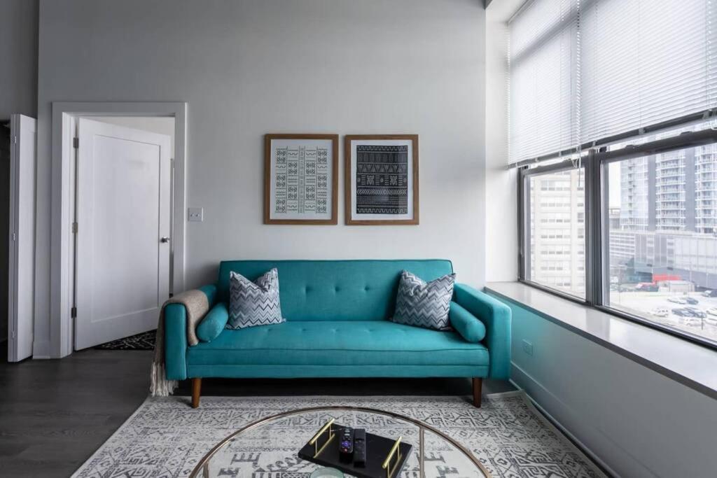 Zimmern 2ba Downtown Loft Wohnung Chicago, Modern Furniture Chicago Downtown