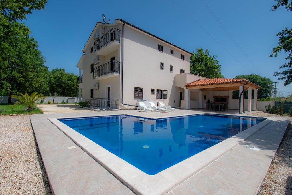 Holiday House For 18 Persons With Swimming Pool Close To Porec Bed Breakfast Kirmenjak