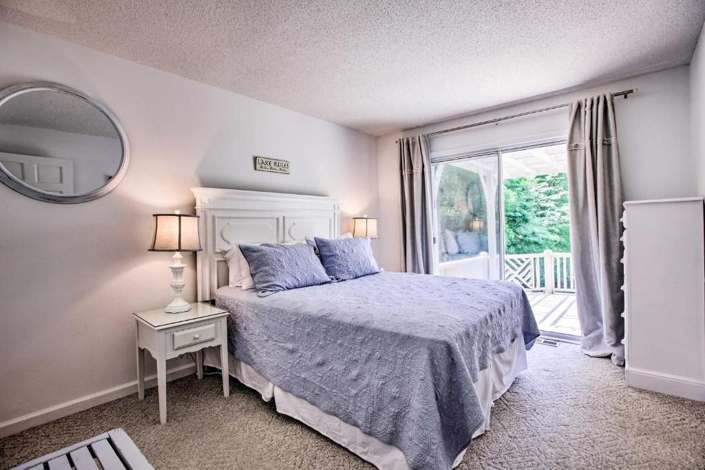 Smith Mountain Lake House With Deck, Lake House Rules Bedding