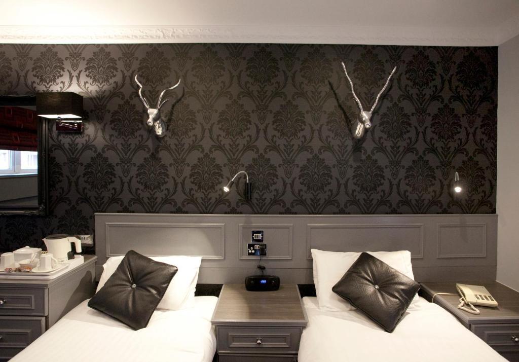 Nottingham Hotel Tub In Room