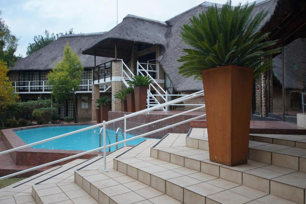 The waterfront country lodge sasolburg reserva tu hotel for Suelo waterfront