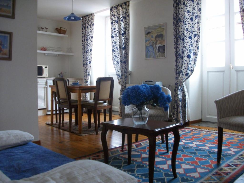 villa erdian appart 39 hotels saint jean de luz. Black Bedroom Furniture Sets. Home Design Ideas