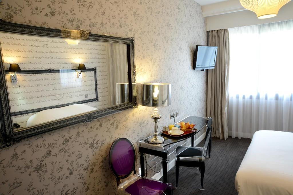 Qualys Hotel Rueil La Defense Paris