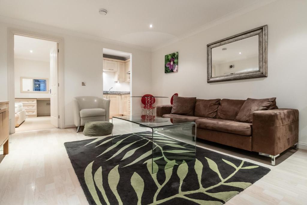 1 Bedroom In Kew Gardens Clarendon Garden Apartment London
