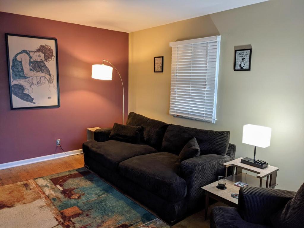 Pristine Quiet 3 Bedroom Upper Apartment Milwaukee