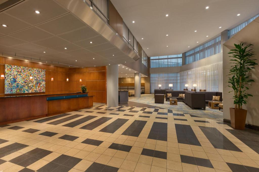 Book Now Hilton Baltimore Bwi Airport (Linthicum Heights, United States).  Rooms Available