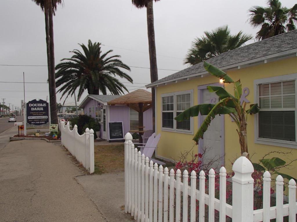Peachy Double Barr Cottages Holiday Homes Port Aransas Home Interior And Landscaping Mentranervesignezvosmurscom
