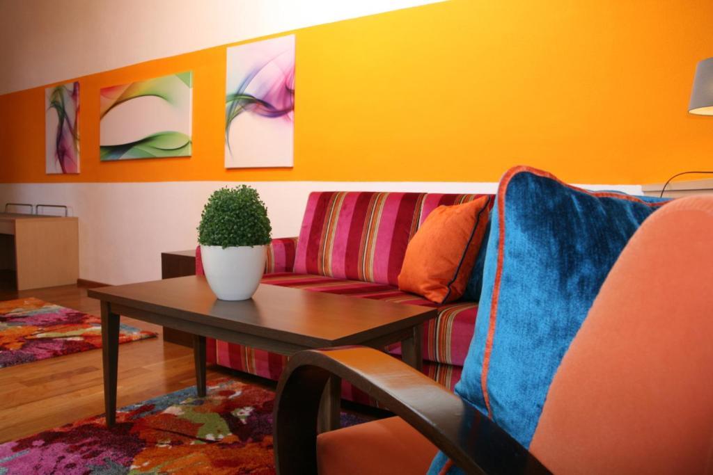 hotel schloss berg berg informationen und buchungen. Black Bedroom Furniture Sets. Home Design Ideas