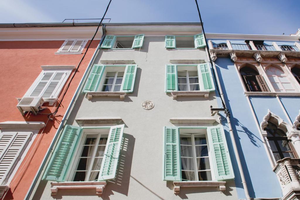 Apartments music house piran informationen und for 45 house music