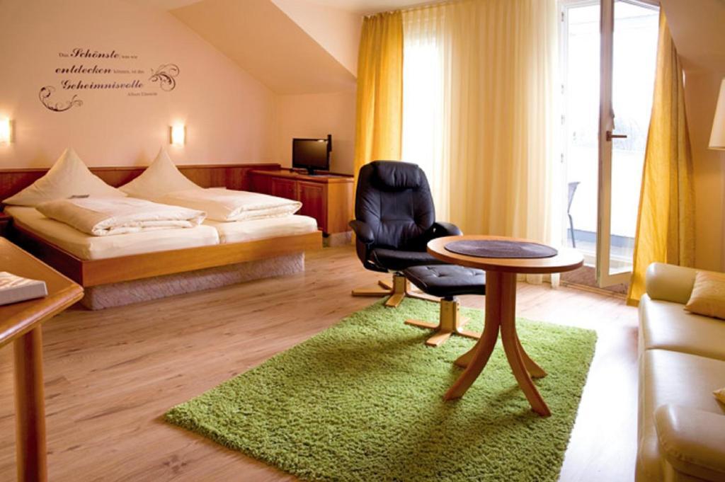 hotel kurparkblick bad bergzabern prenotazione on line viamichelin. Black Bedroom Furniture Sets. Home Design Ideas