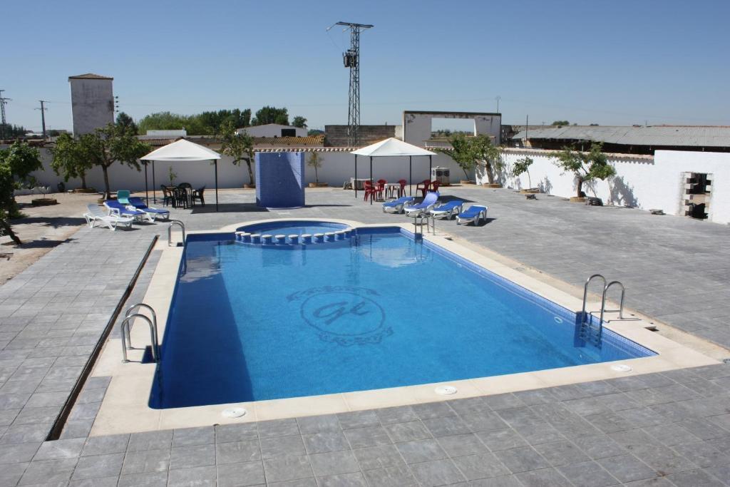 Hostal el palomar tomelloso reserva tu hotel con for Piscinas tomelloso