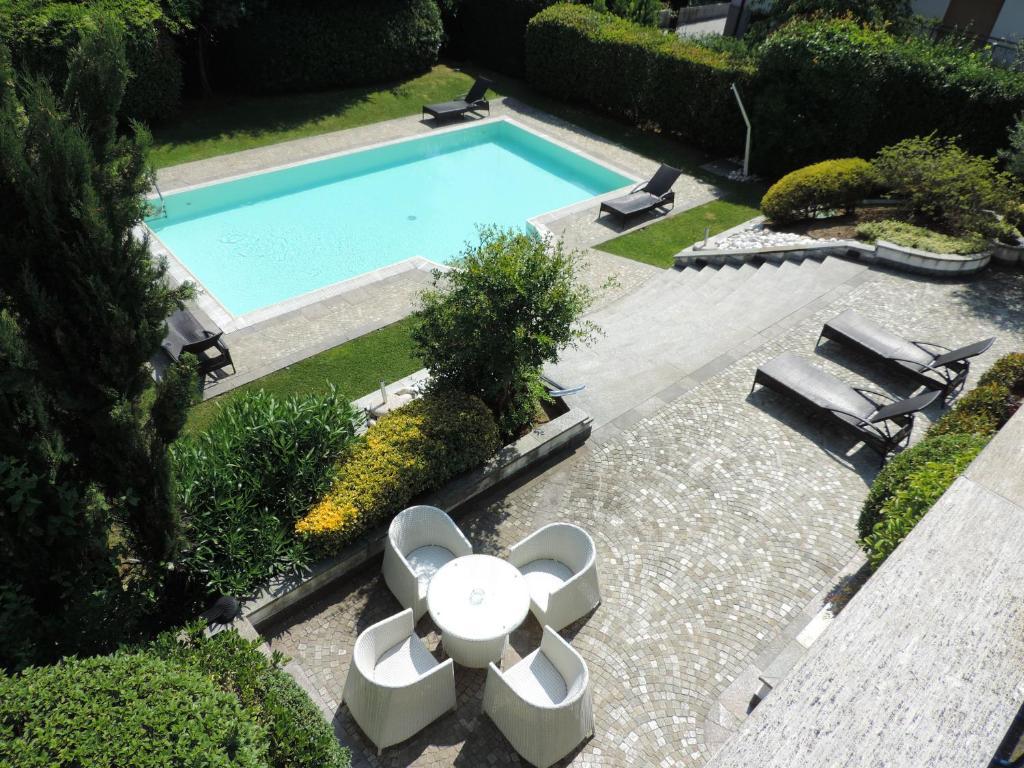 Arosio hotel giussano prenotazione on line viamichelin for Piscina giussano