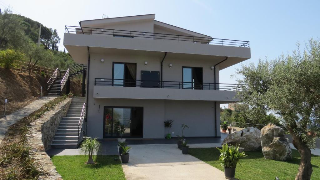 La casa del riccio oliveri prenotazione on line for Piani di casa di 8000 piedi quadrati