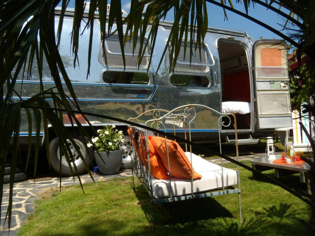 caravane airstream am ricaine 1976 r servation gratuite sur viamichelin. Black Bedroom Furniture Sets. Home Design Ideas