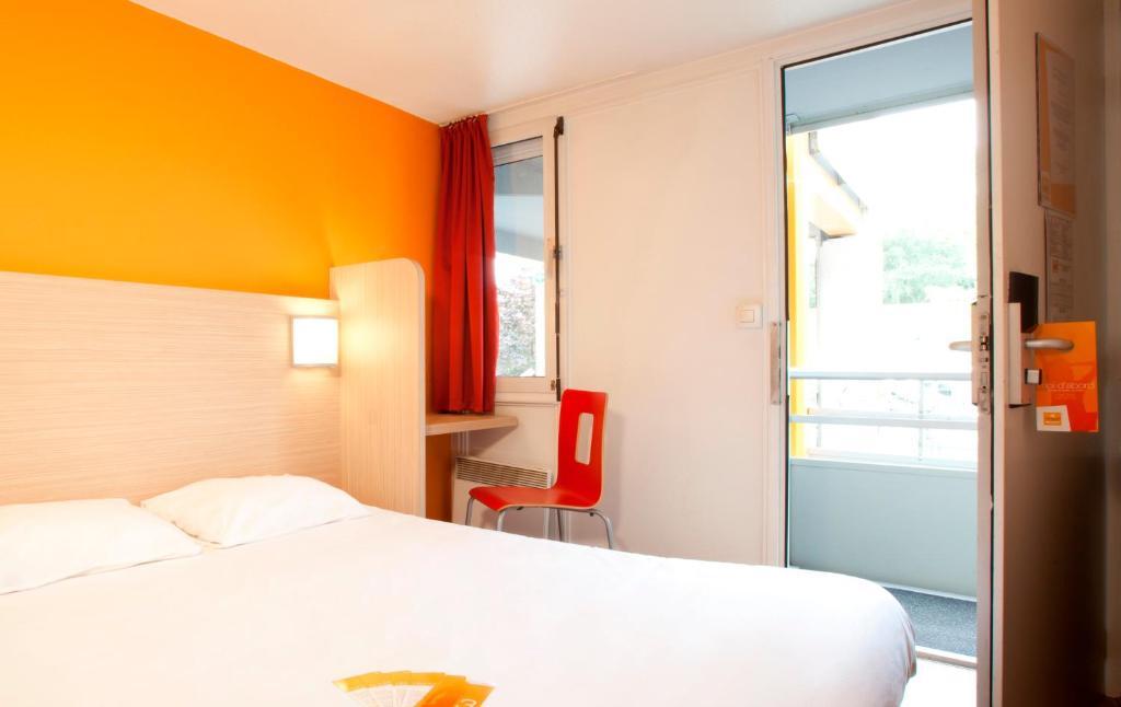 premiere classe valenciennes ouest petite foret anzin online booking viamichelin. Black Bedroom Furniture Sets. Home Design Ideas