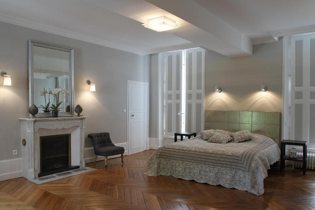 chambres d 39 h tes demeure de la cordeli re chambres d 39 h tes blois. Black Bedroom Furniture Sets. Home Design Ideas