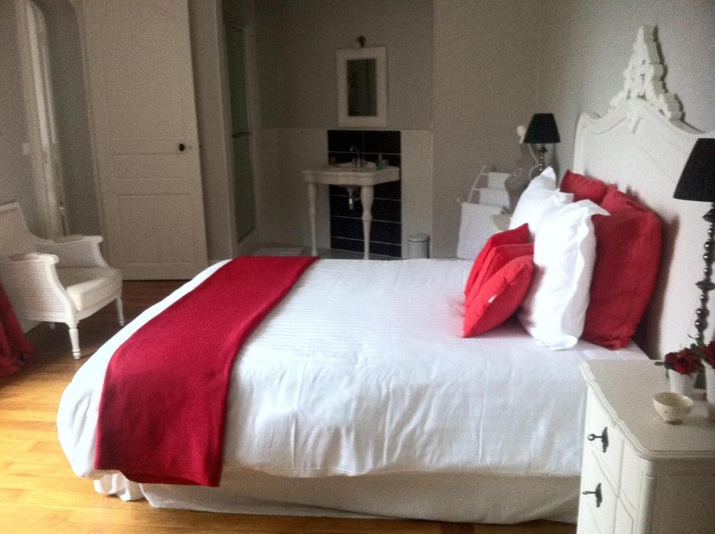 chambres d 39 h tes la demeure de laclais chambres d 39 h tes le mans. Black Bedroom Furniture Sets. Home Design Ideas