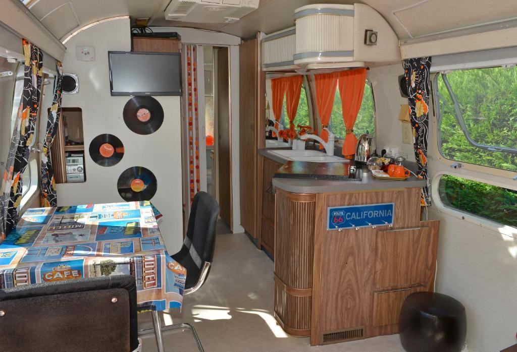 Chambre d\'hôtes Caravane Airstream Américaine 1976 - Chambre d\'hôtes ...