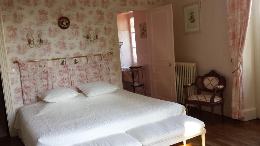 bed breakfast l 39 oustal bed breakfast bourges. Black Bedroom Furniture Sets. Home Design Ideas