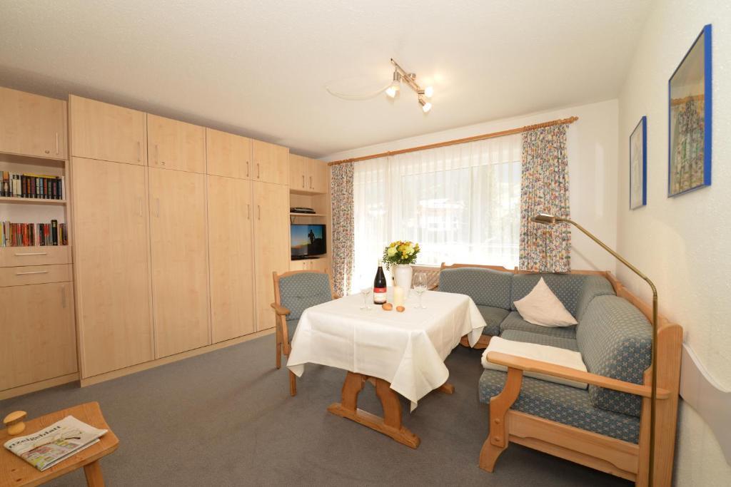 Sport und familienhotel riezlern oberstdorf for Modernes familienhotel