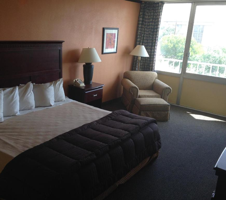 Book Now Dfw Airport Hotel And Conference Center (Irving, United States). Rooms Available for all budgets. Free Wi-Fi an indoor pool and mini-golf are among the perks at the non-smoking DFW Airport Hotel and Conference Center where parking is free. Priced to entice this mid-rise in