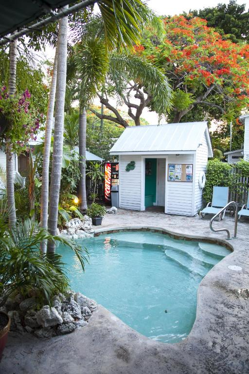 Hotel Courtney S Place Historic Cottages Inns In Key West Florida 29 Photos 497 Reviews Parksleephotels Com