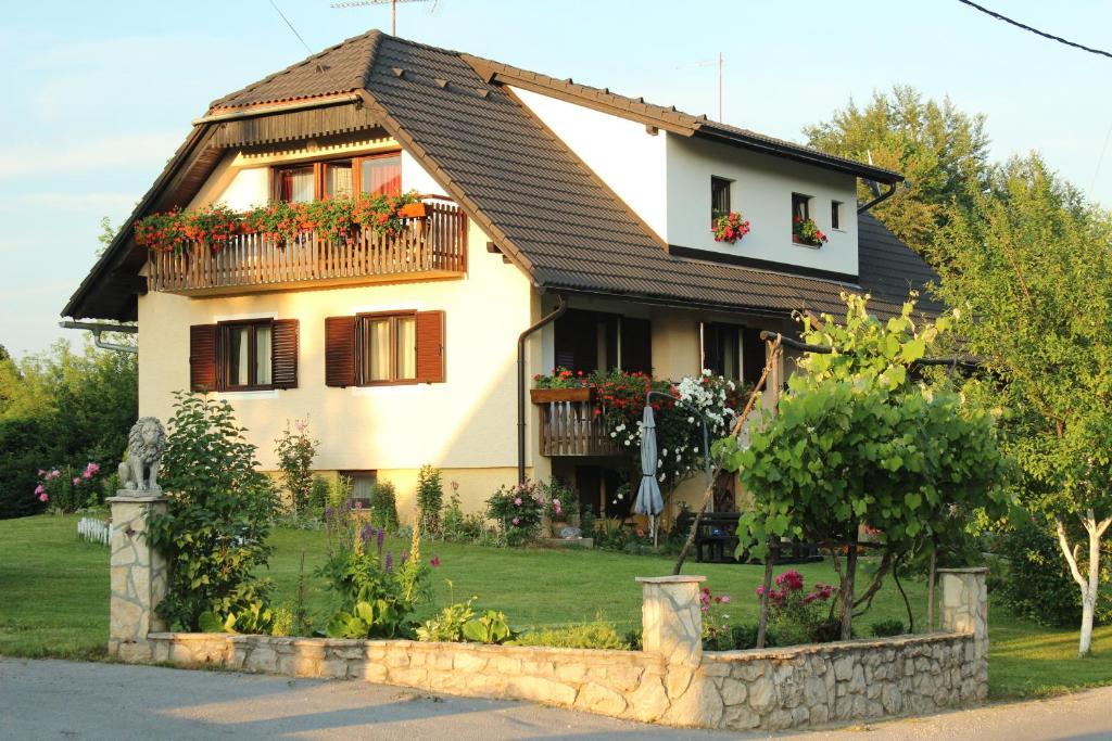 Guest House Ljubo & Ana, Bed & Breakfast Plitvicka Jezera