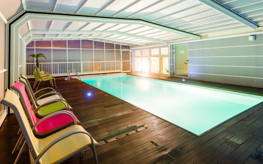 lagrange appart 39 hotel l escale marine la rochelle online booking viamichelin. Black Bedroom Furniture Sets. Home Design Ideas