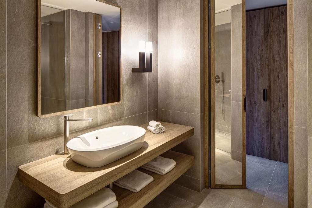 Grand hotel courmayeur mont blanc courmayeur prenotazione on line viamichelin - Hotel courmayeur con piscina ...