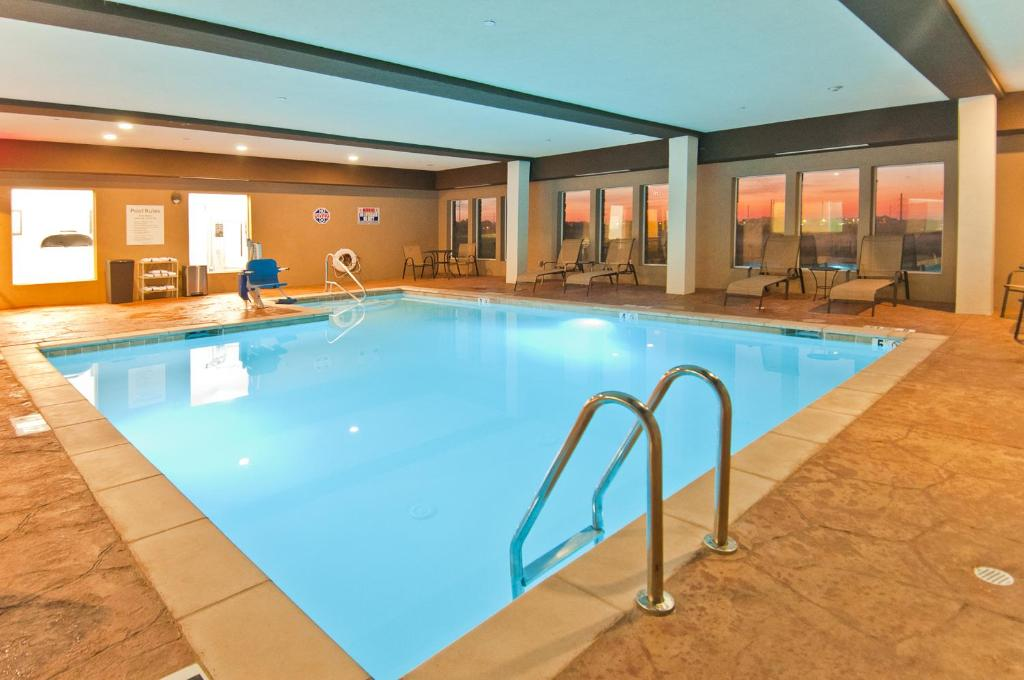 Holiday inn express and suites forth worth north for Holiday inn near texas motor speedway