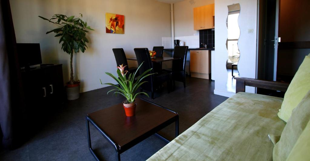 les palatines saint etienne. Black Bedroom Furniture Sets. Home Design Ideas