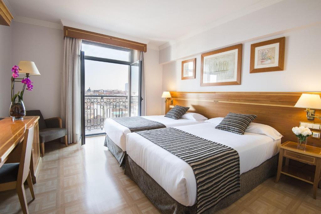 Vp jard n metropolitano madrid book your hotel with for Vp jardin metropolitano madrid