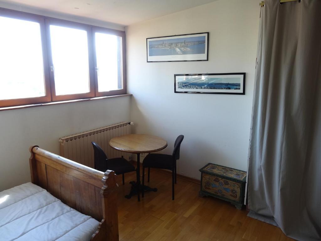 chambres d 39 h tes la maison fleurie chambres d 39 h tes annecy le vieux en haute savoie 74 3. Black Bedroom Furniture Sets. Home Design Ideas