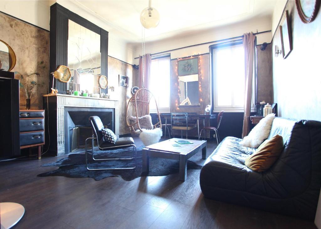 Appartement de curiosites marseille viamichelin for Marseille appartement