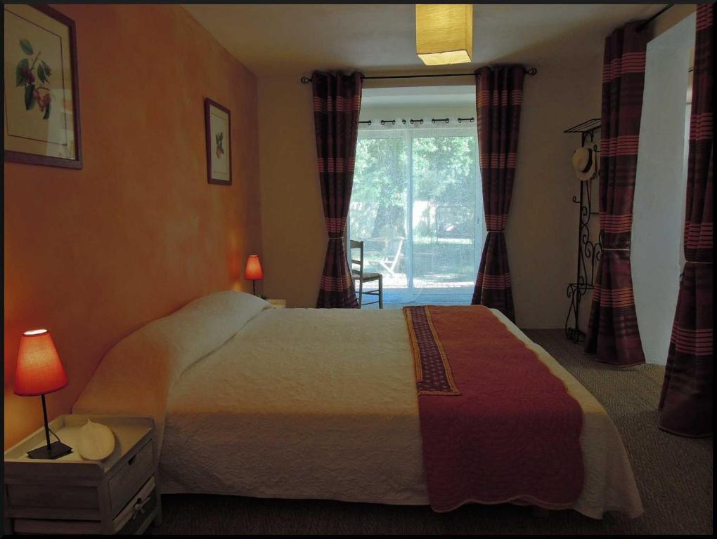 chambres d 39 h tes la vigne et l 39 olivier b b chambres d 39 h tes villeneuve l s avignon. Black Bedroom Furniture Sets. Home Design Ideas