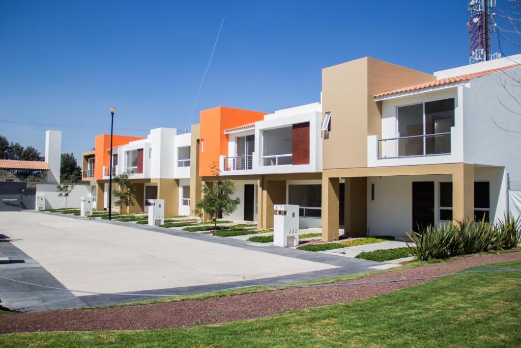 Redwood Villas Extended Stay Zona Industrial - San Luis ...