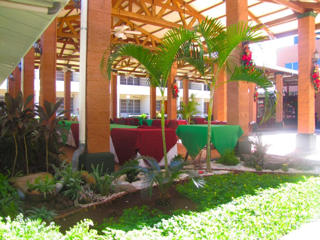 Hotel tropico inn san miguel prenotazione on line for Go fit piscinas san miguel telefono
