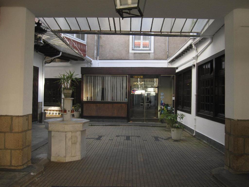 hotel des 3 marchands nantes reserva tu hotel con viamichelin. Black Bedroom Furniture Sets. Home Design Ideas