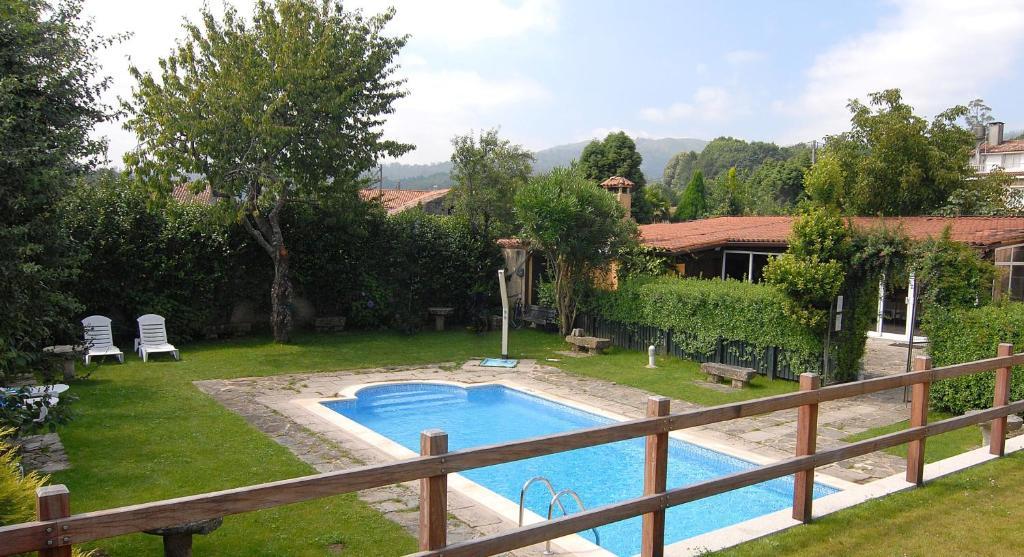 Hotel gastron mico casa rosalia bertamir ns reserve o for Piscina brion