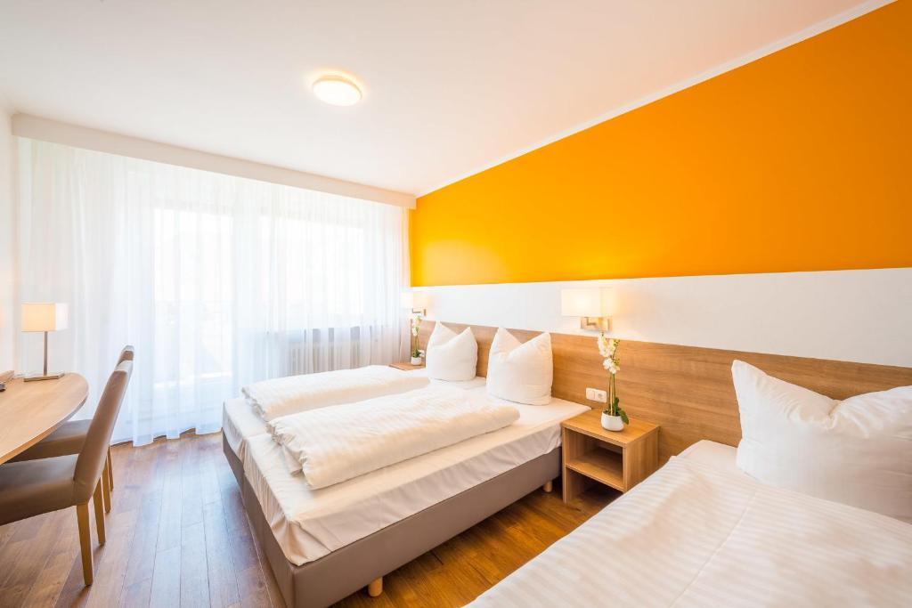hotel s16 munich book your hotel with viamichelin. Black Bedroom Furniture Sets. Home Design Ideas