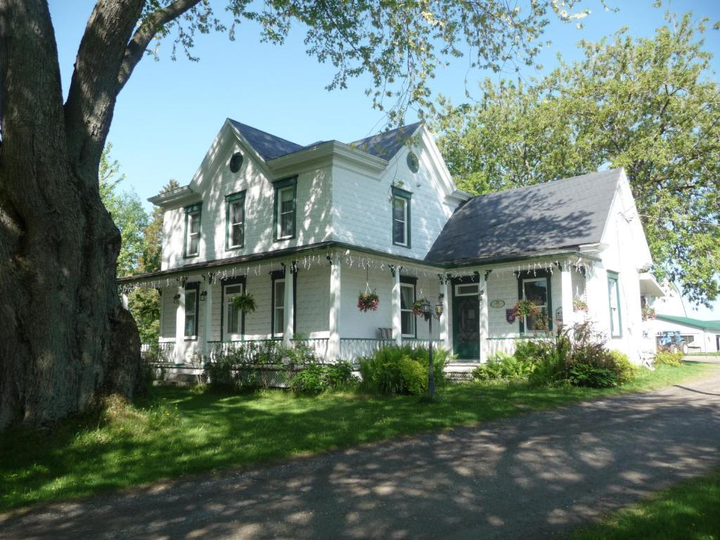 La Maison Des Leclerc Chalet A Trois Rivieres Quebec Canada