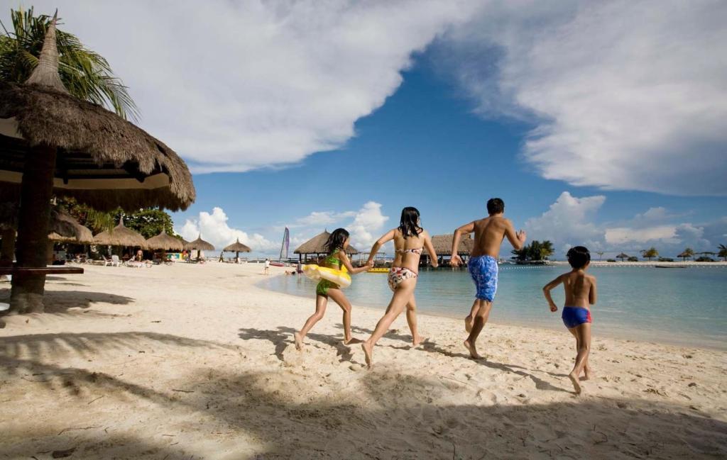Maribago Bluewater Beach Resort Holiday Residences Mactan