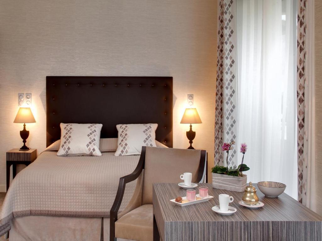 Grand Hotel De Solesmes Restaurant