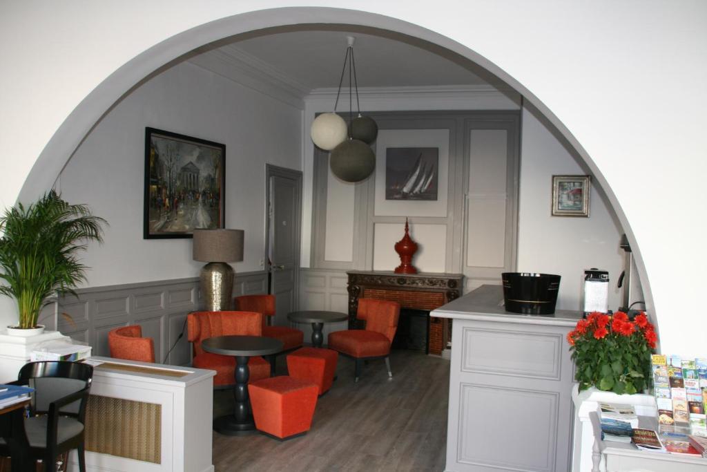 la maison normande trouville sur mer book your hotel with viamichelin. Black Bedroom Furniture Sets. Home Design Ideas