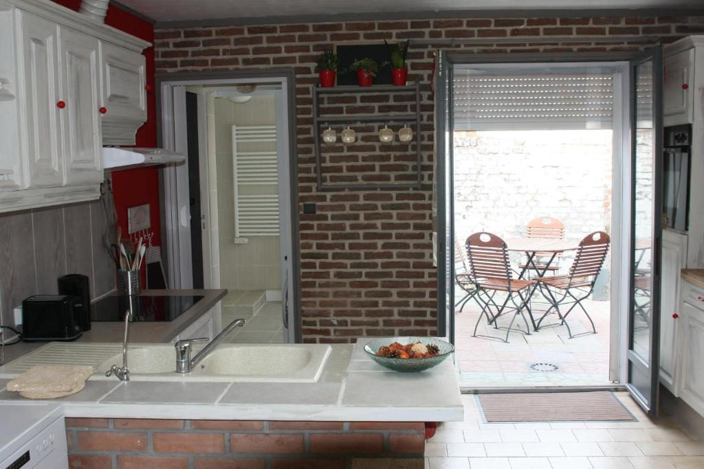 La maison orange 2 bully les mines prenotazione on for Garage auto bully les mines