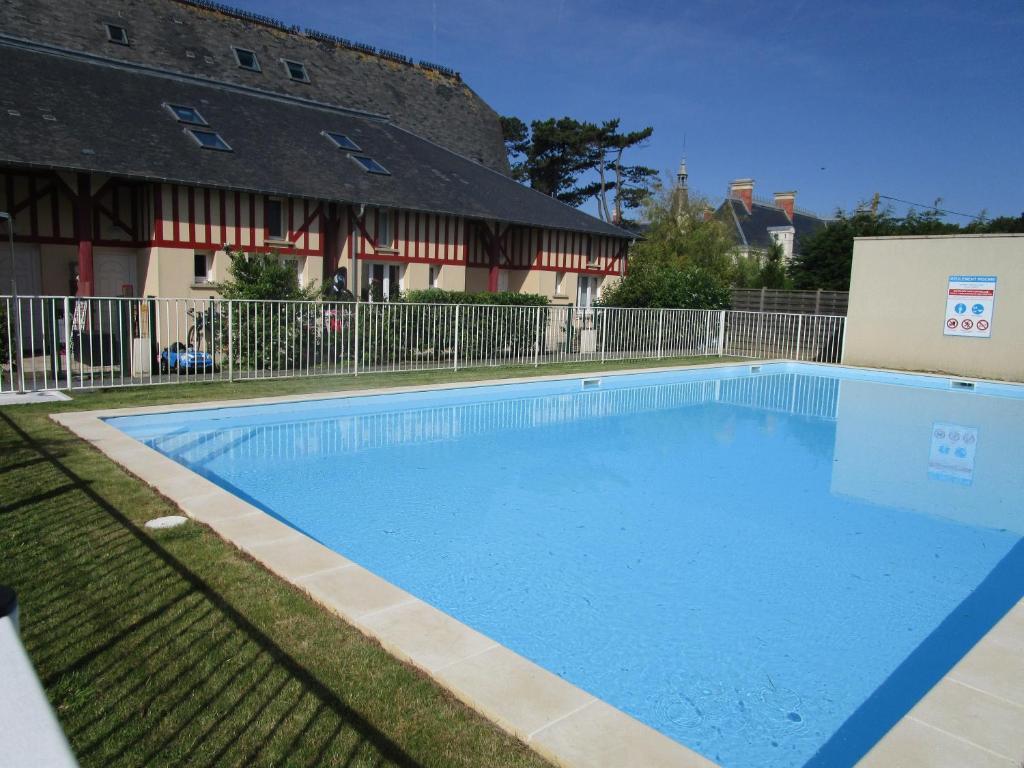 Duplex avec jardin piscine bord de mer, Vermietung Commes