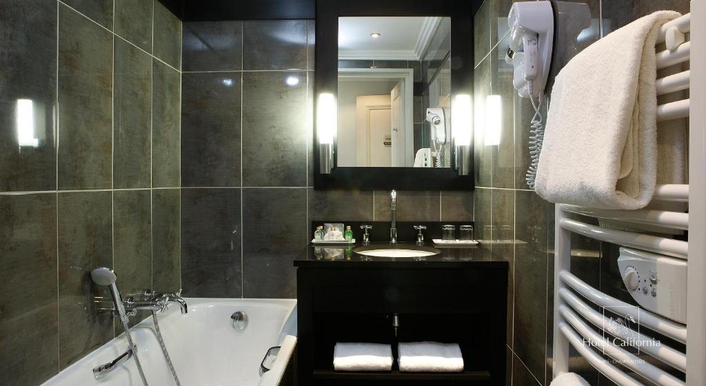 h tel california champs elys es r servation gratuite sur viamichelin. Black Bedroom Furniture Sets. Home Design Ideas