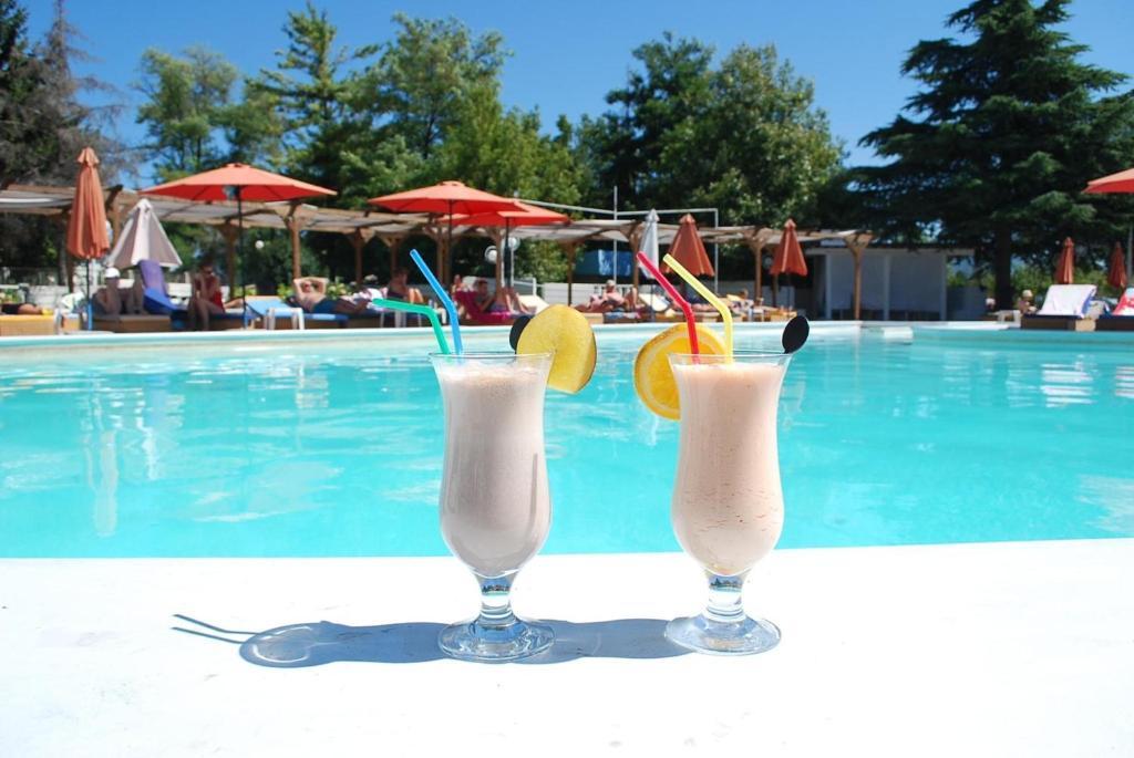 Hotel drim struga reserva tu hotel con viamichelin for Drim piscinas