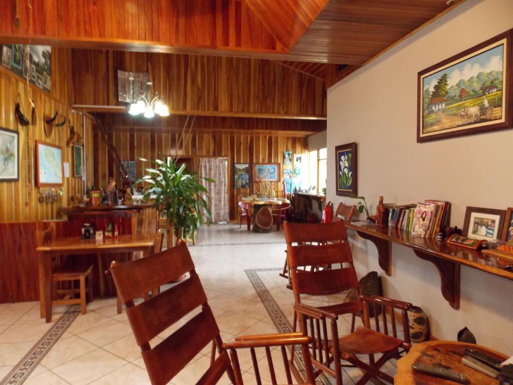 Hotel Las Orquideas Frente a la Caballeriza el Rodeo, Monteverde ...